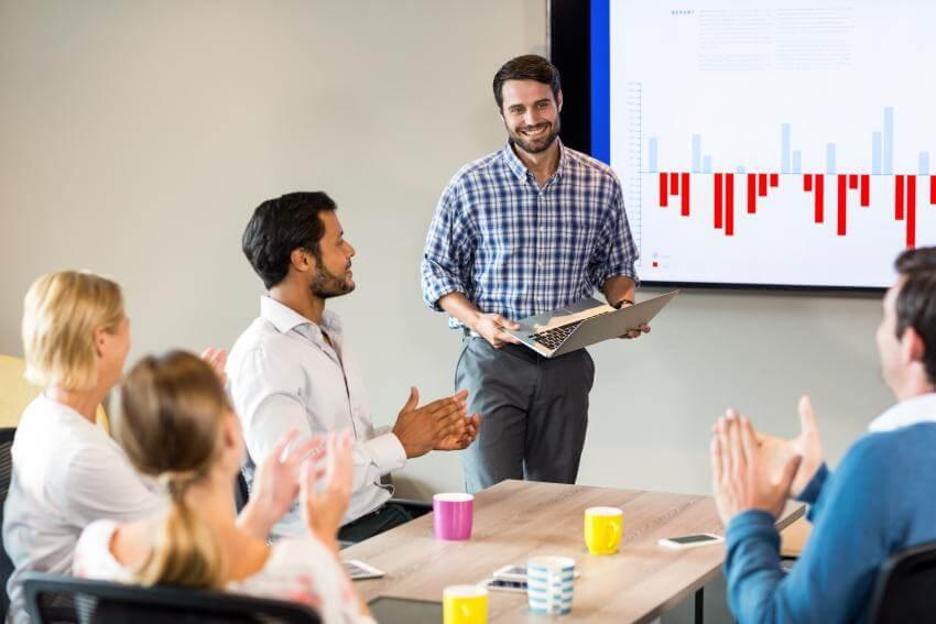 Prezentačné zručnosti - Prezentujte s úsmevom  U našich klientov sa tento tréningový program vďaka svojej metodike, št...