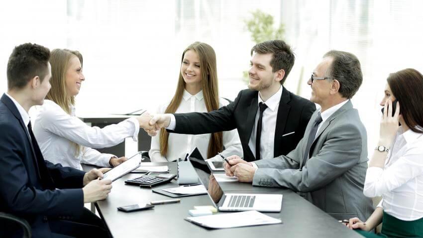 Spoločenský a biznis protokol – spoločenské správanie a vystupovanie  Manažéri všetkých úrovní sa v súčastnosti zúčast...
