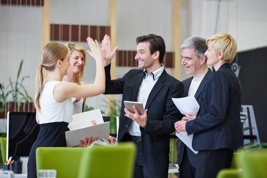 Motivácia pracovníkov  Rozdiel medzi výkonnosťou priemerných a nadpriemerných pracovníkov spočíva predovšetkým v ich m...